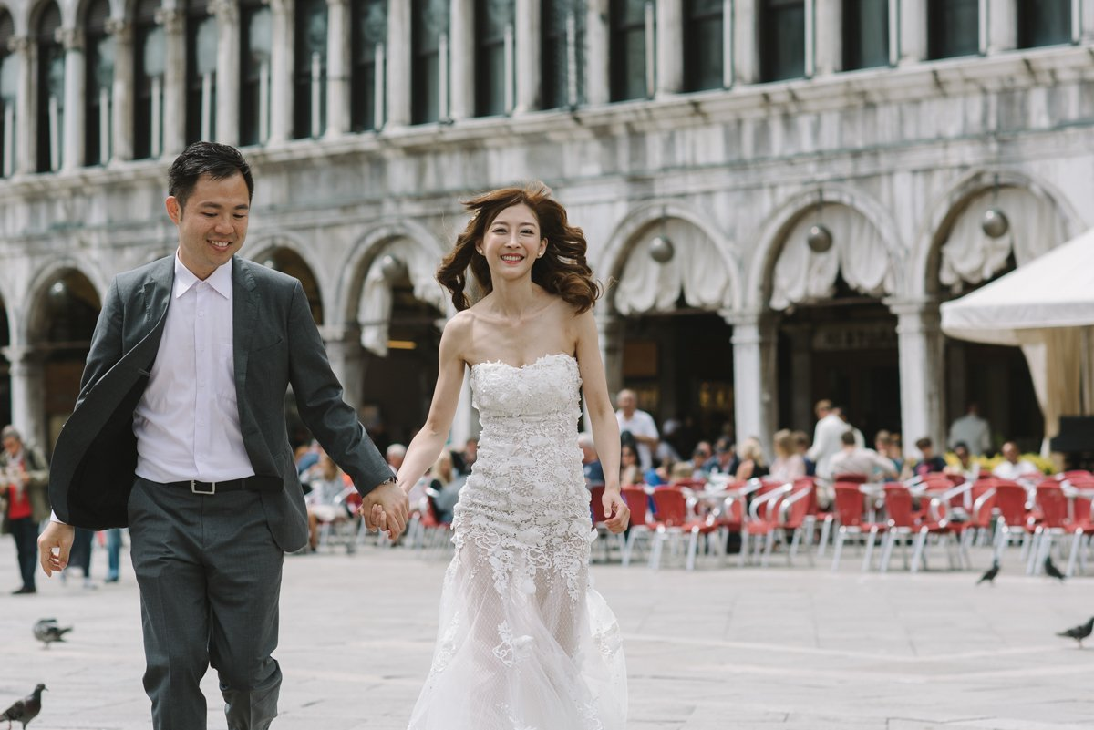 Engagement session photographer in Venice, Italy.