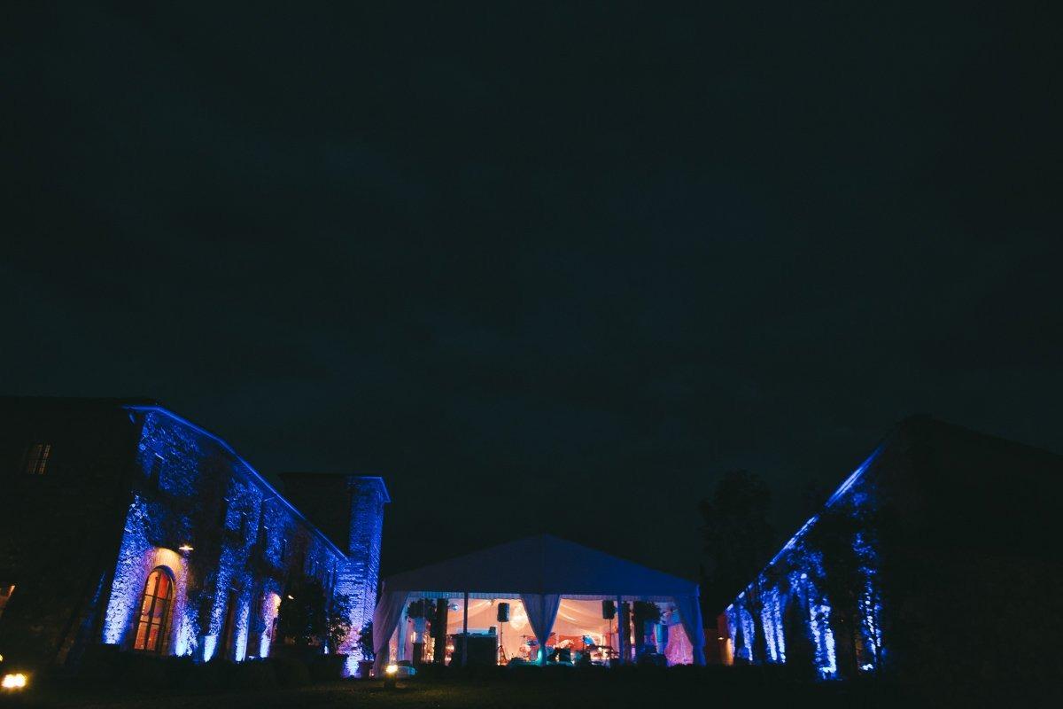 Castello di Casole destination wedding photographer in Tuscany. Elegant wedding in Italy