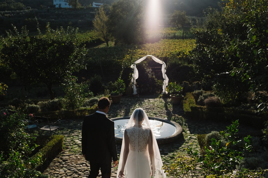 wedding photographer in tuscany. Bride & Groom in private villa in Tuscany